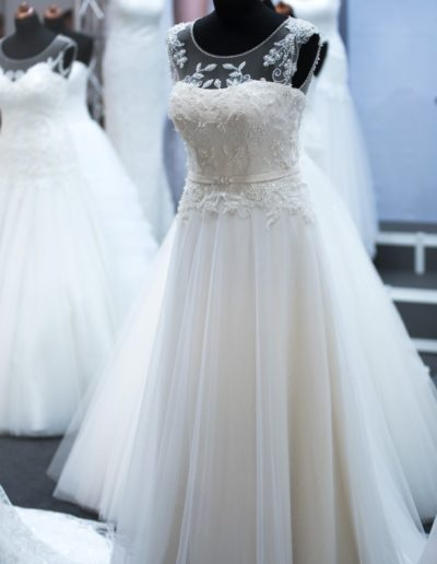 Romantic and Elegant Wedding Dress