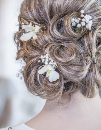 Wedding hair style on bride for Romantic and Elegant wedding style