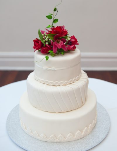Traditional and Classic Wedding Cake